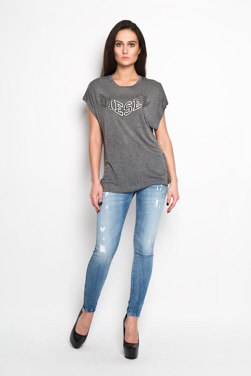 Футболка женская Diesel, цвет: темно-серый. 00SMGZ_0WADY/900. Размер S (42)00SMGZ_0WADYСтильная женская футболка Diesel - идеальное решение для повседневной носки. Эта практичная, приятная на ощупь модель позволит вам чувствовать себя уверенно и легко. Удобный крой обеспечивает свободу движений. Лицевая сторона футболки оформлена оригинальным логотипом бренда. Спинка дополнена небольшим вырезом.Эта футболка - идеальный вариант для создания эффектного образа.