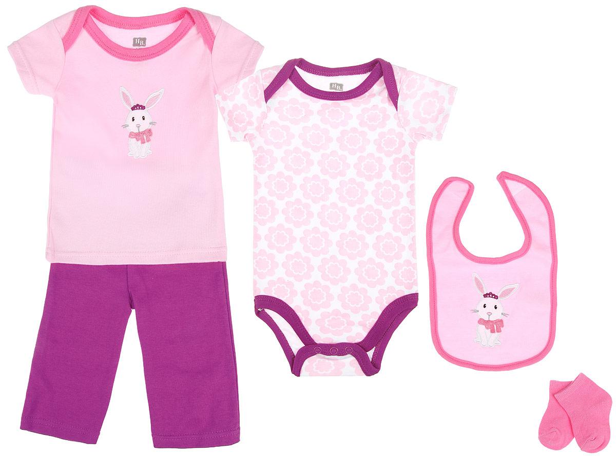 Подарочный комплект для новорожденного Hudson Baby Зайка, 5 предметов, цвет: розовый, белый. 58102. Размер 55/61, 0-3 месяца58102Комплект для новорожденного Hudson Baby Зайка - это замечательный подарок, который прекрасно подойдет для первых дней жизни малышки. Комплект состоит из боди, футболки, штанишек, нагрудника и носочков. Одеждавыполнена из натурального хлопка, не сковывает движения и позволяет коже дышать, не раздражает даже самую нежную и чувствительную кожу ребенка, обеспечивая ему наибольший комфорт. Носочки изготовлены из хлопка с добавлением нейлона и спандекса, нагрудник - из хлопка и полиэстера. Удобное боди с круглым вырезом горловины и короткими рукавами имеет специальные запахи на плечах и кнопки на ластовице, что значительно облегчает процесс переодевания ребенка и смену подгузника. Украшено изделие цветочным принтом.Футболка с короткими рукавами и круглым вырезом горловины также имеет запахи на плечах. Спереди модель дополнена нашивкой с изображением зайки. Штанишки на талии имеют мягкую резинку, не сдавливают животик малышки и не сползают. Они отлично сочетаются с футболками и кофточками. Комфортные и прочные носочки с мягкой резинкой плотно облегают ножку ребенка, не сдавливая ее, благодаря чему малышке будет комфортно и удобно. Нагрудник незаменим при кормлении и поможет сохранить одежду ребенка сухой и чистой. Крепится при помощи липучек. Изделие украшено нашивкой с зайкой.Мягкий и практичный трикотаж в сочетании с оригинальным дизайном - идеальный вариант для подарка. Вещи хорошо смотрятся вместе, могут использоваться самостоятельно, а также в сочетании с другими предметами гардероба. В таком комплекте ваша маленькая принцесса будет чувствовать себя комфортно, уютно и всегда будет в центре внимания!