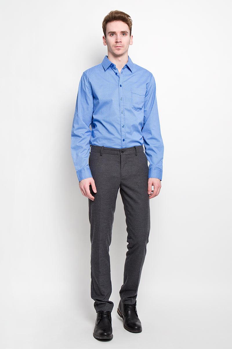 Рубашка мужская Sela, цвет: голубой. H-212/660-6182. Размер 40 (46)H-212/660-6182Стильная мужская рубашка Sela, выполненная из высококачественного 100% хлопка, обладает высокой теплопроводностью, воздухопроницаемостью и гигроскопичностью, позволяет коже дышать, тем самым обеспечивая наибольший комфорт при носке. Модель классического кроя с отложным воротником застегивается на пуговицы. Длинные рукава рубашки дополнены манжетами на пуговицах. Рубашка дополнена нагрудным карманом и оформлена актуальным принтом в мелкую клетку.Такая рубашка подчеркнет ваш вкус и поможет создать великолепный стильный образ.