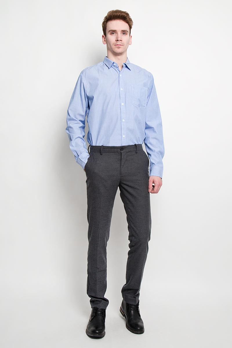 Рубашка мужская Sela, цвет: голубой. H-212/656-6152. Размер 40 (46)H-212/656-6152Стильная мужская рубашка Sela, выполненная из высококачественного 100% хлопка, обладает высокой теплопроводностью, воздухопроницаемостью и гигроскопичностью, позволяет коже дышать, тем самым обеспечивая наибольший комфорт при носке. Модель классического кроя с отложным воротником застегивается на пуговицы. Длинные рукава рубашки дополнены манжетами на пуговицах. Рубашка дополнена нагрудным карманом и оформлена декоративной отстрочкой.Такая рубашка подчеркнет ваш вкус и поможет создать великолепный стильный образ.