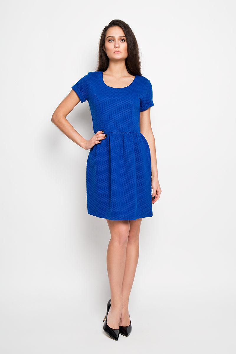 Платье Sela, цвет: синий. Dks-317/090-6111. Размер M (46)Dks-317/090-6111Элегантное платье Sela выполнено из высококачественного полиэстера. Такое платье обеспечит вам комфорт и удобство при носке.Модель с короткими рукавами и круглым вырезом горловины выгодно подчеркнет все достоинства вашей фигуры благодаря приталенному силуэту. Изделие застегивается на застежку-молнию на спинке. Платье оформлено объемным стеганым узором. Изысканное платье-миди создаст обворожительный и неповторимый образ.Это модное и удобное платье станет превосходным дополнением к вашему гардеробу, оно подарит вам удобство и поможет вам подчеркнуть свой вкус и неповторимый стиль.