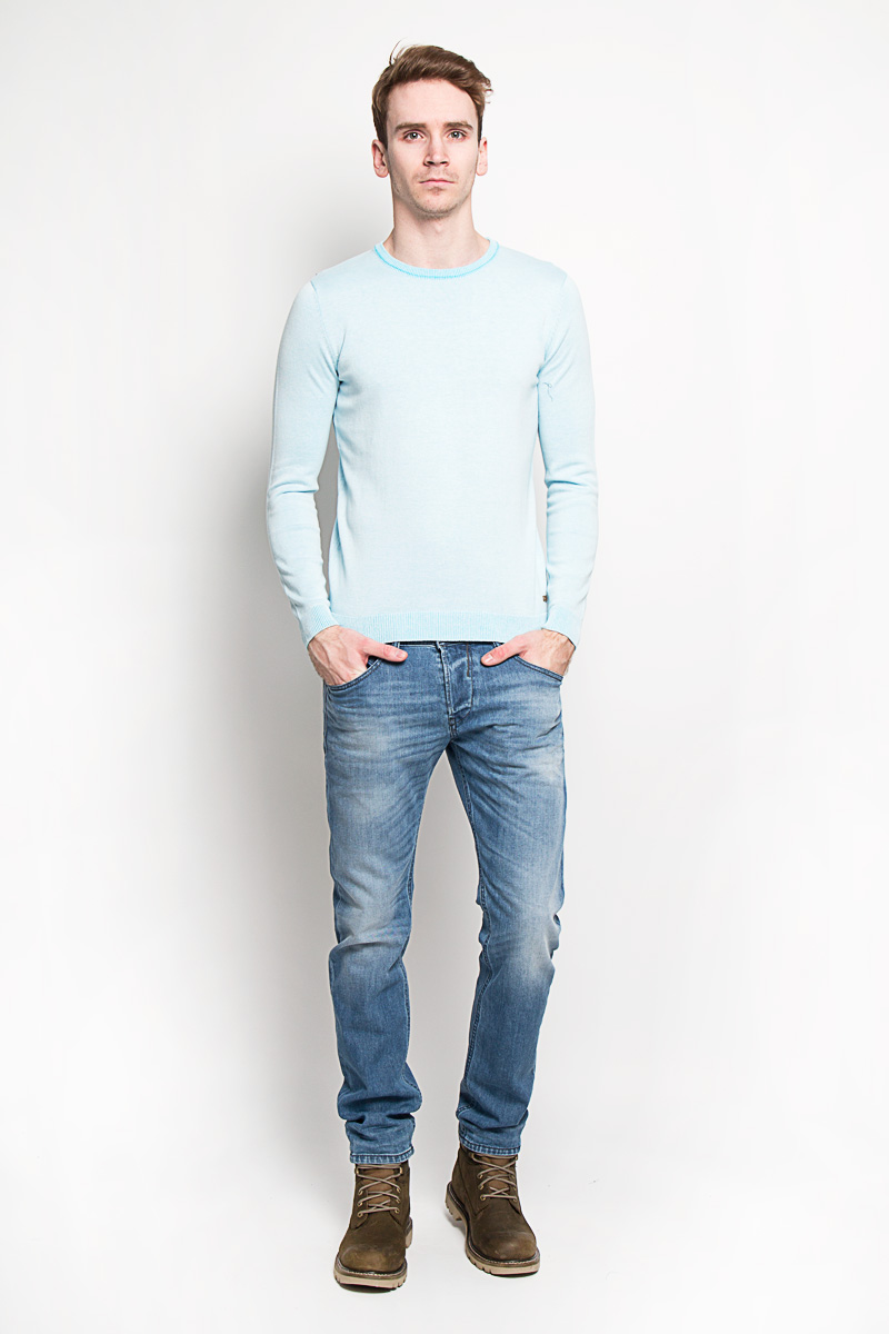 Джемпер мужской Tom Tailor, цвет: голубой. 3020593.00.10. Размер S (46)3020593.00.10Стильный мужской джемпер Tom Tailor, выполненный из 100% хлопка, приятный на ощупь, не сковывает движения, обеспечивая наибольший комфорт. Модель с круглым вырезом горловины и длинными рукавами идеально гармонирует с любыми предметами одежды и будет уместна и на отдых, и работу. Горловина, низ и манжеты изделия связаны мелкой резинкой, что предотвращает деформацию при носке и препятствует проникновению холодного воздуха.Джемпер Tom Tailor станет отличным дополнением вашего гардероба.