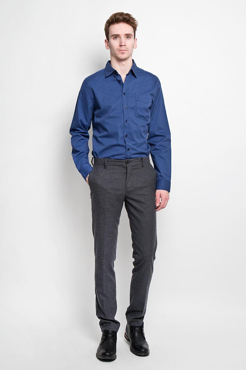 Рубашка мужская Sela, цвет: темно-синий. H-212/660-6182. Размер 41 (48)H-212/660-6182Стильная мужская рубашка Sela, выполненная из высококачественного 100% хлопка, обладает высокой теплопроводностью, воздухопроницаемостью и гигроскопичностью, позволяет коже дышать, тем самым обеспечивая наибольший комфорт при носке. Модель классического кроя с отложным воротником застегивается на пуговицы. Длинные рукава рубашки дополнены манжетами на пуговицах. Рубашка дополнена нагрудным карманом и оформлена актуальным принтом в мелкую клетку.Такая рубашка подчеркнет ваш вкус и поможет создать великолепный стильный образ.