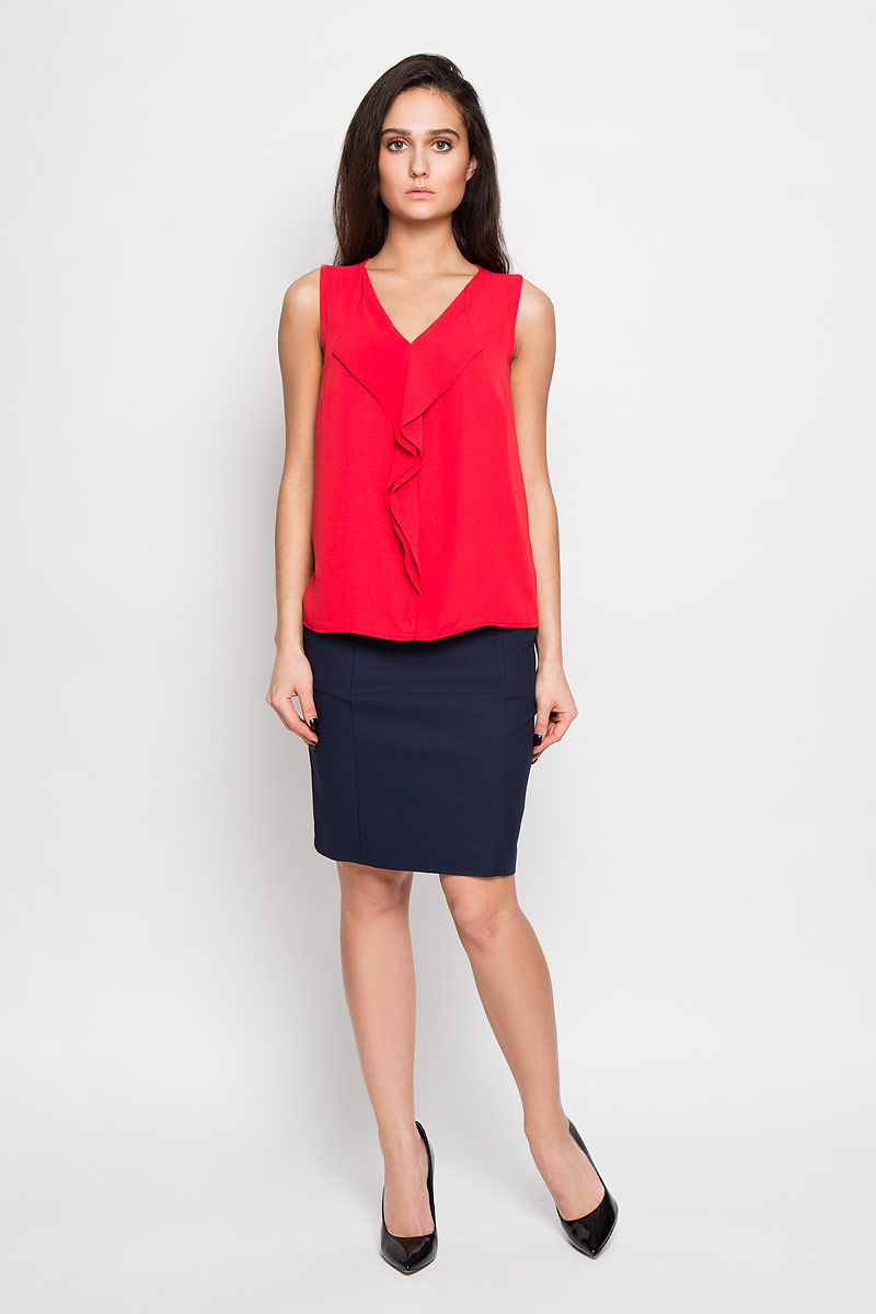 Блузка женская Sela, цвет: красный. Twsl-112/903-6122. Размер 44Twsl-112/903-6122Стильная женская блуза Sela, выполненная из 100% полиэстера, подчеркнет ваш уникальный стиль и поможет создать оригинальный женственный образ.Свободная блузка без рукавов, с V-образным вырезом горловины оформлена элегантными воланами спереди. Такая блузка идеально подойдет для жарких летних дней. Такая блузка будет дарить вам комфорт в течение всего дня и послужит замечательным дополнением к вашему гардеробу.