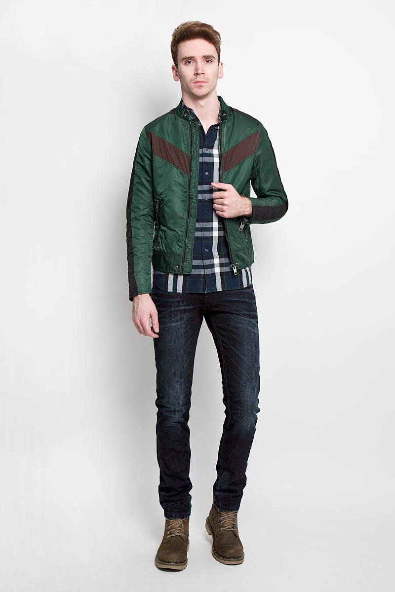 Куртка мужская Diesel, цвет: зеленый. 00SJQG_0JAIO/56Y. Размер L (50)00SJQG_0JAIOСтильная мужская куртка Diesel отлично подойдет для прохладной погоды. Модная куртка с воротником-стойкой застегивается на металлическую застежку-молнию. Воротник застегивается на металлическую кнопку. Куртка дополненадвумя боковыми карманами на молниях. С внутренней стороны предусмотренпотайной кармашек на кнопке. Манжеты рукавов дополнены молниями. Рукавдекорирован нашивкой с логотипом бренда. Эта модная куртка послужитотличным дополнением к вашему гардеробу.