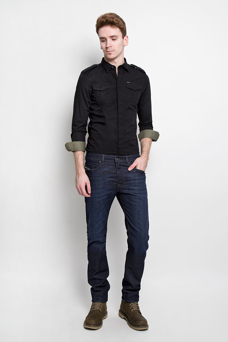Джинсы мужские Diesel, цвет: темно-синий. 00SDHB-0844C/01. Размер 34-32 (50-32)00SDHB-0844CСтильные мужские джинсы Diesel - джинсы высочайшего качества на каждый день, которые прекрасно сидят. Модель прямого кроя и средней посадки изготовлена из эластичного хлопка. Застегиваются джинсы на пуговицу в поясе и ширинку на пуговицах, имеются шлевки для ремня. Спереди модель оформлена двумя втачными карманами с закругленным срезом и одним секретным кармашком, а сзади - двумя накладными карманами. Изделие оформлено потёртостями и перманентными складками.Эти модные и в тоже время комфортные джинсы послужат отличным дополнением к вашему гардеробу.