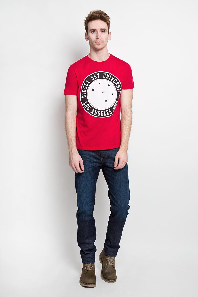 Футболка мужская Diesel, цвет: красный. 00SN58-0091B/41U. Размер XL (52)00SN58-0091BСтильная мужская футболка Diesel - идеальное решение для повседневной носки. Эта практичная, приятная на ощупь модель, выполненная из 100% хлопка, прекрасно пропускает воздух, она позволит вам чувствовать себя уверенно и легко.Удобный крой, круглый воротник и короткий рукав обеспечивают свободу движений. Лицевая сторона футболки оформлена оригинальным круглым принтом с надписью.Эта футболка - идеальный вариант для создания эффектного образа.