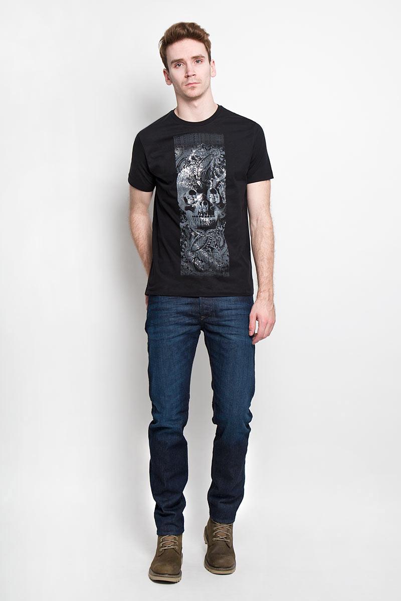 Футболка мужская Diesel, цвет: черный. 00SPVZ_0CAKY/900. Размер XL (52)00SPVZ_0CAKYСтильная мужская футболка Diesel - практичная, приятная на ощупь модель, выполненная из 100% хлопка, прекрасно пропускающей воздух, она позволит вам чувствовать себя уверенно и легко. Удобный крой обеспечивает свободу движений. Лицевая сторона футболкиоформлена потрясающим принтом.Эта футболка - идеальный вариант длясоздания эффектного образа.