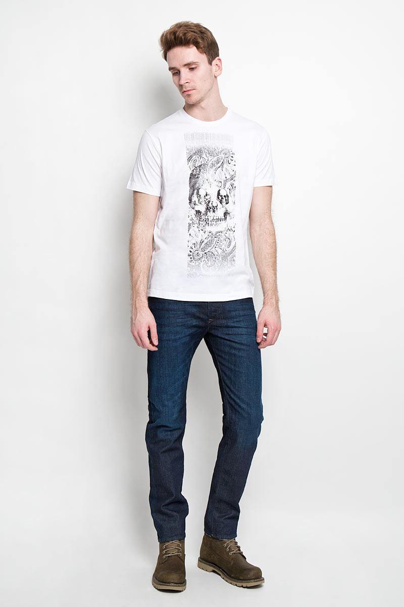 Футболка мужская Diesel, цвет: белый. 00SPVZ_0CAKY/100. Размер S (46)00SPVZ-0CAKYСтильная мужская футболка Diesel - практичная, приятная на ощупь модель, выполненная из 100% хлопка, прекрасно пропускающей воздух, она позволит вам чувствовать себя уверенно и легко. Удобный крой обеспечивает свободу движений. Лицевая сторона футболкиоформлена потрясающим принтом.Эта футболка - идеальный вариант длясоздания эффектного образа.