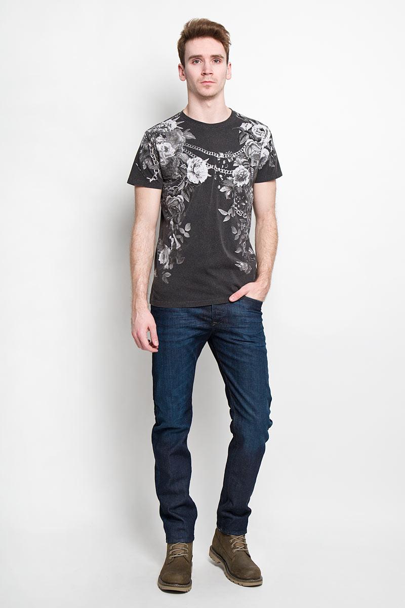 Футболка мужская Diesel, цвет: темно-серый. 00SN6X-0GAKN/900. Размер L (50)00SN6X-0GAKNСтильная мужская футболка Diesel - идеальное решение для повседневной носки. Эта практичная, приятная на ощупь модель, выполненная из 100% хлопка, прекрасно пропускает воздух, она позволит вам чувствовать себя уверенно и легко.Удобный крой, круглый воротник и короткий рукав обеспечивают свободу движений. Лицевая сторона футболки оформлена цветочным принтом в сочетании с цепями и шипами.Эта футболка - идеальный вариант для создания эффектного образа.
