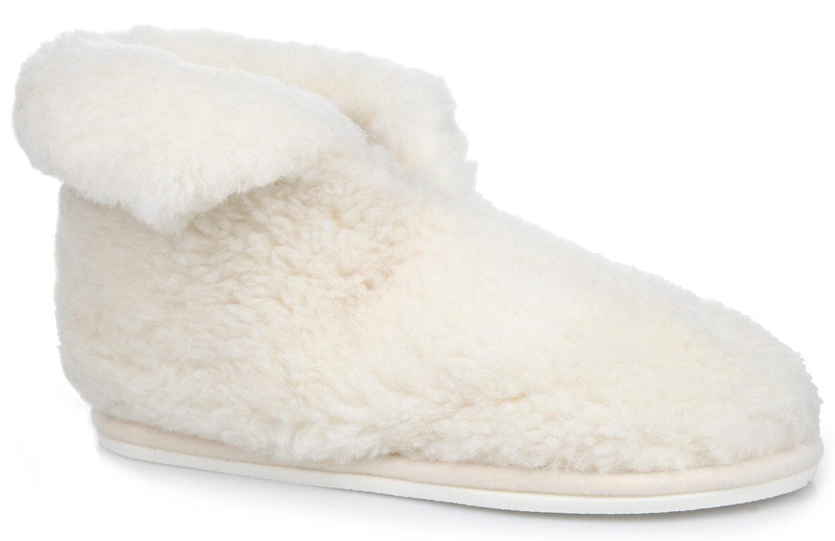 Тапки-теплушки Holty, цвет: белый. 030101-0100/э. Размер 40030101-0100/эТапки-теплушки от Holty выполнены из натуральной овечьей шерсти и текстиля. Овечья шерсть активно впитывает влагу, оставляя ноги сухими и позволяя им дышать. Изделия из овечьего меха по своему удобству и полезным свойствам не имеют аналогов, они практичны и универсальны. Овечий мех уменьшает неприятные ощущения в ногах и улучшает кровообращение. Рельефная подошва, выполненная из ЭВА-пора, улучшает сцепление с любой поверхностью. ЭВА-пора не пропускает и не впитывает воду. Теплые и приятные на ощупь тапки-теплушки вернут легкость уставшим ногам и защитят их от холода.