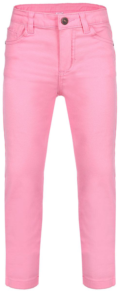 Брюки для девочки Sela, цвет: розовый. P-515/091-6162. Размер 92, 2 годаP-515/091-6162Яркие брюки для девочки Sela идеально подойдут маленькой моднице для отдыха и прогулок. Изготовленные из эластичного хлопка, они мягкие и приятные на ощупь, не сковывают движения и позволяют коже дышать, обеспечивая наибольший комфорт. Брюки на талии застегиваются на металлическую пуговицу и имеют ширинку на застежке-молнии, а также шлевки для ремня. С внутренней стороны пояс регулируется скрытой резинкой на пуговицах. Модель имеет классический пятикарманный крой: спереди - два втачных кармана и один маленький накладной, а сзади - два накладных кармана. Оформлено изделие металлическими клепками с изображением сердечек. Современный дизайн и расцветка делают эти брюки модным предметом детской одежды. В них ребенок всегда будет в центре внимания!
