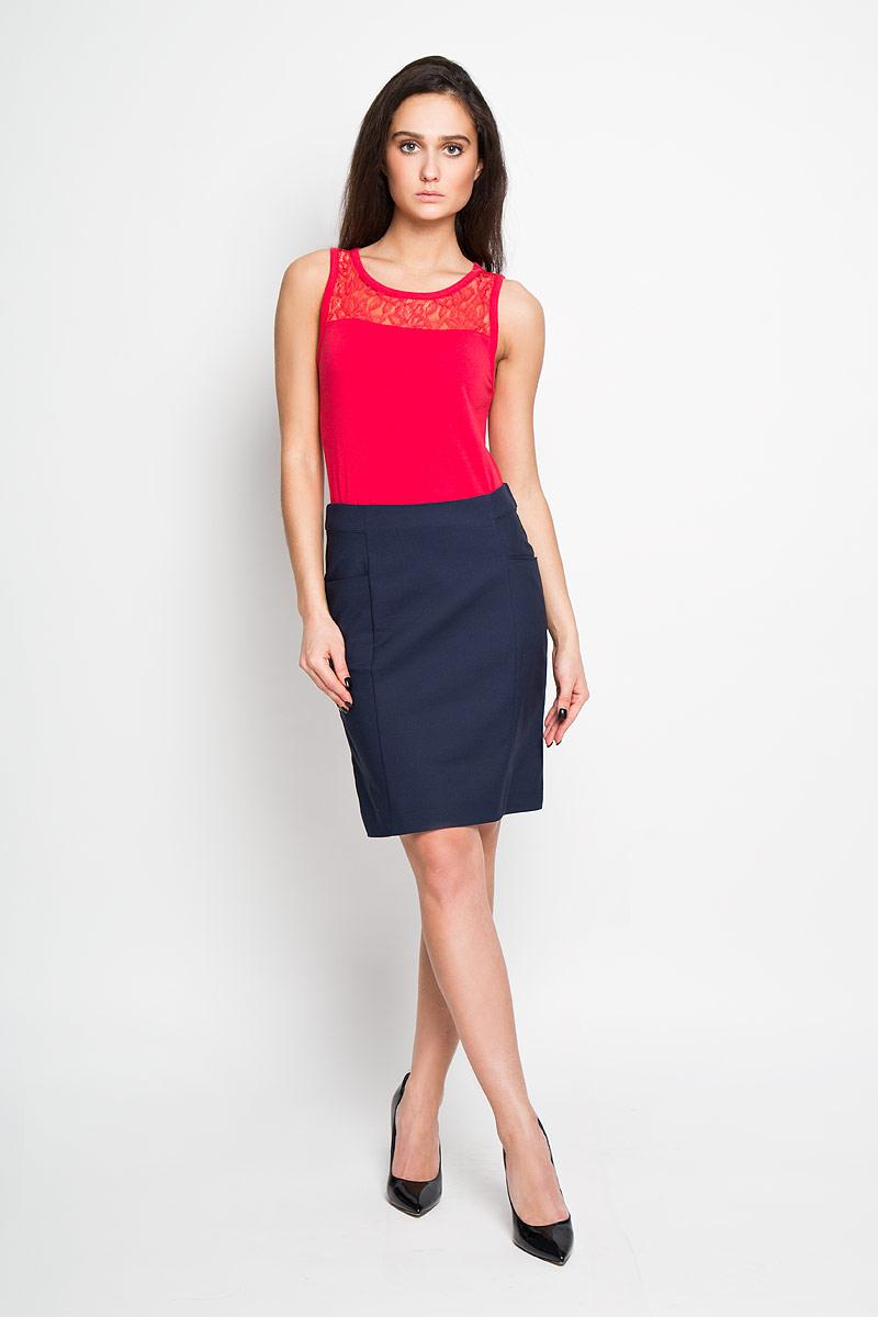 Юбка Sela, цвет: темно-синий. SK-118/781-6122. Размер 46SK-118/781-6122Эффектная юбка Sela подчеркнет вашу женственность и неповторимый стиль.Оригинальная юбка выполнена из высококачественного комбинированного материала, благодаря чему она великолепно тянется, пропускает воздух и позволяет коже дышать. Юбка застегивается сзади на потайную застежку-молнию, спереди дополнена карманами.Модная юбка-миди выгодно освежит и разнообразит ваш гардероб. Создайте женственный образ и подчеркните свою яркую индивидуальность! Классический фасон и оригинальное оформление этой юбки сделают ваш образ непревзойденным.