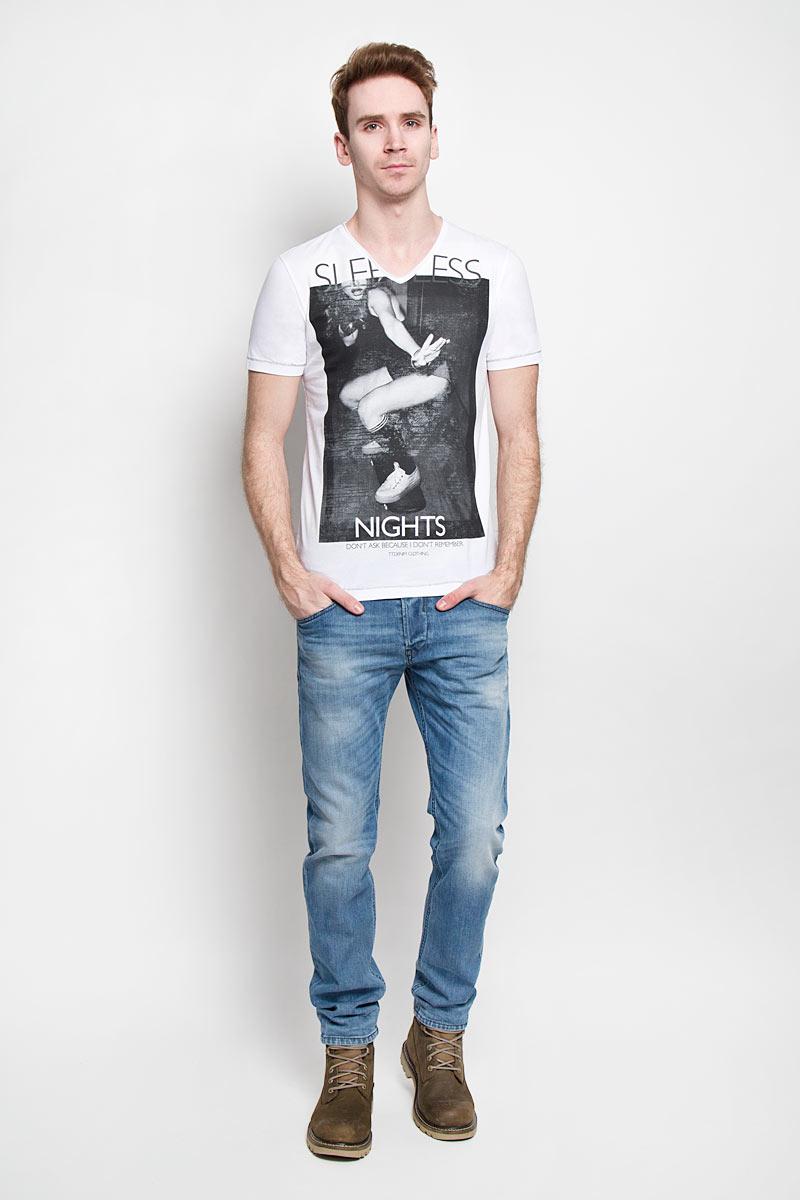 Футболка мужская Tom Tailor Denim, цвет: белый. 1033761.02.12. Размер XL (52)1033761.02.12Ультрамодная мужская футболка Tom Tailor Denim, изготовленная из натуральногохлопка, прекрасно подойдет для повседневной носки. Материал очень мягкий иприятный на ощупь, не сковывает движения и позволяет коже дышать. Потрясающий дизайн - оригинальная строчка, V-образный вырез горловины, провокационный принт.Такая модель будет дарить вам комфорт в течение всего дня и станет стильнымдополнением к вашему гардеробу.