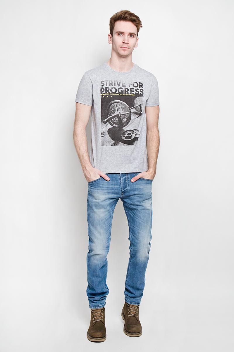 Футболка мужская Sela, цвет: серый меланж. Ts-211/1001-6192. Размер S (46)Ts-211/1001-6192Стильная мужская футболка Sela - идеальное решение для повседневной носки. Эта практичная, приятная на ощупь модель, выполненная из полиэстера с хлопком, прекрасно пропускает воздух, она позволит вам чувствовать себя уверенно и легко.Модель с короткими рукавами и круглым вырезом горловины - идеальный вариант для создания образа в стиле Casual. Футболка оформлена оригинальным принтом с изображением штанги и надписью на английском языке. Такая модель подарит вам комфорт в течение всего дня и послужит замечательным дополнением к вашему гардеробу.