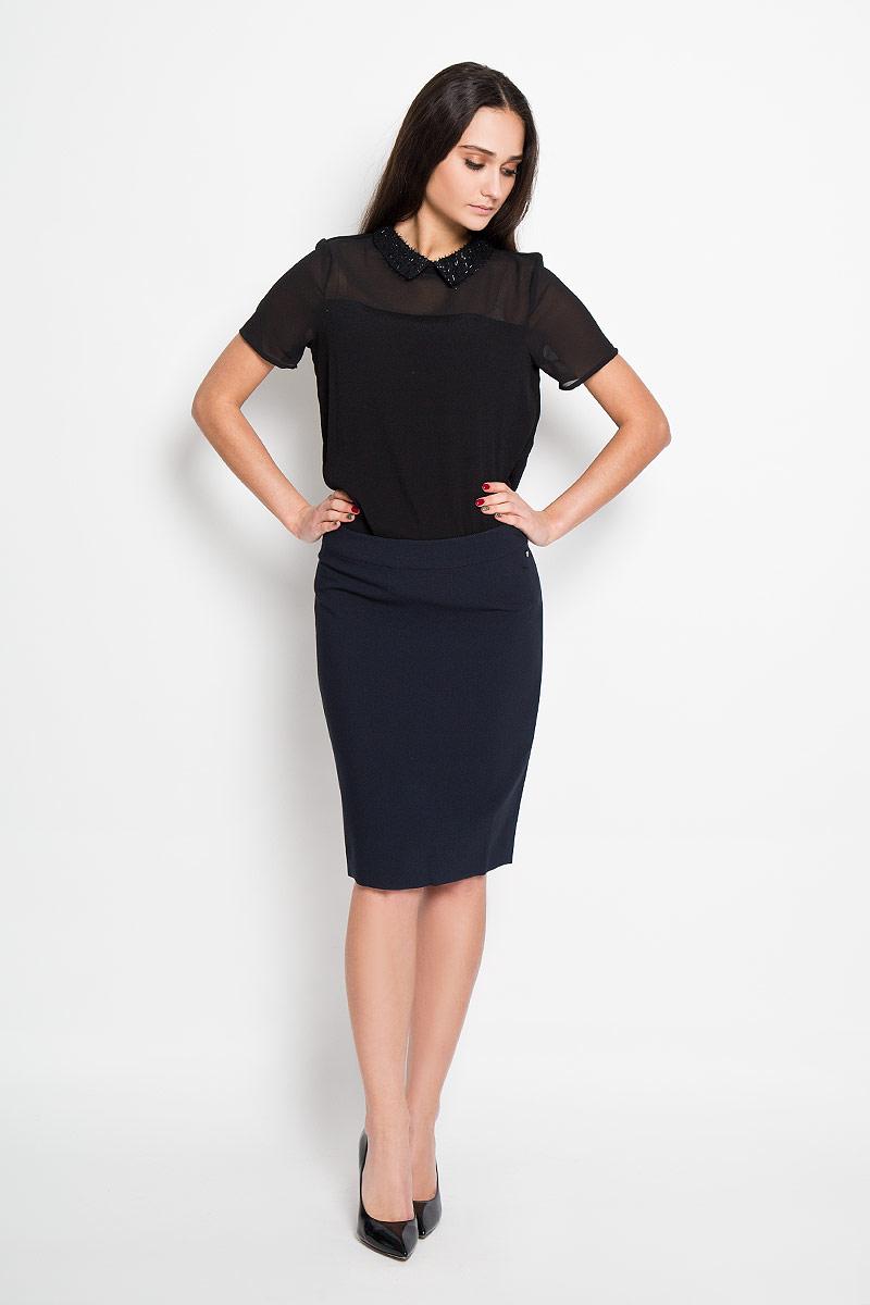 Юбка Finn Flare, цвет: темно-синий. B16-11067. Размер L (48)B16-11067Эффектная юбка Finn Flare, выполненная из высококачественного комбинированного материала, подчеркнет вашу женственность и неповторимый стиль.Классическая юбка застегивается сзади на потайную молнию и на пуговицу в поясе. Слева ниже линии пояса имеется небольшой металлический декоративный элемент с надписью бренда. Модная юбка-миди выгодно освежит и разнообразит ваш гардероб. Создайте женственный образ и подчеркните свою яркую индивидуальность!