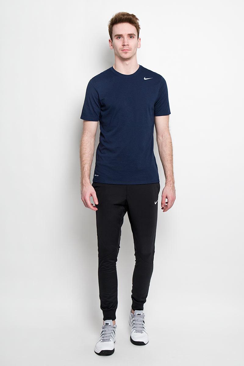 Футболка для фитнеса мужская Nike Dri-Fit SS Version 2.0 Tee, цвет: темно-синий. 706625-451. Размер S (44/46)706625_451Стильная мужская футболка Nike Dri-Fit SS Version 2.0, выполненная из высококачественного хлопка с добавлением полиэстера, обладает высокой воздухопроницаемостью и гигроскопичностью, позволяет коже дышать. Сочетание хлопковой ткани и материала Nike Dri-FIT создает ощущение мягкости и одновременно способствует отведению влаги, сохраняя сухость тела продолжительное время. Классический крой и продуманное расположение швовобеспечивают максимальную свободу движений.Модель с короткими рукавами и круглым вырезом горловины - идеальный вариант для создания современного образа в спортивном стиле. Футболка оформлена логотипом Nike.Такая модель подарит вам комфорт в течение всего дня и послужит замечательным дополнением к вашему гардеробу.