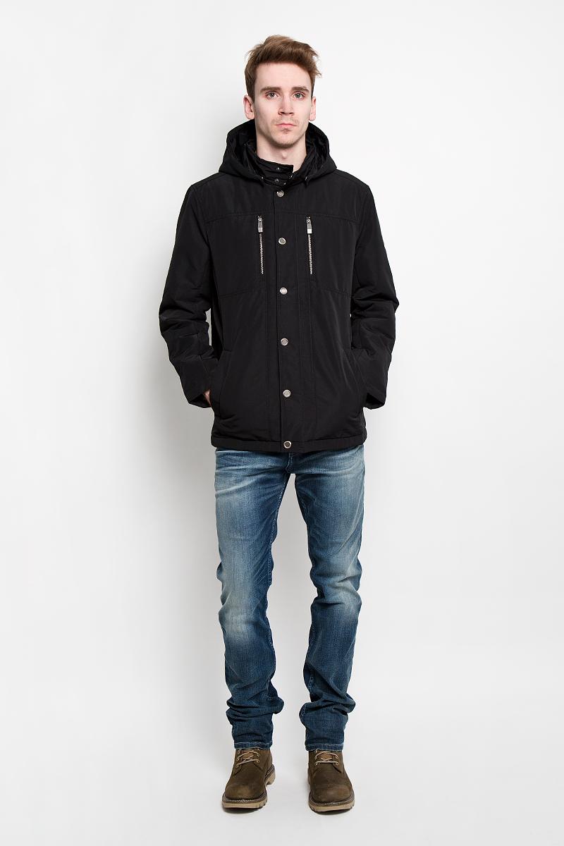 Куртка мужская Finn Flare, цвет: черный. B16-21004. Размер M (48)B16-21004Стильная легкая куртка Finn Flare подчеркнет ваш потрясающий вкус. Модель прямого кроя со съемным капюшоном застегивается ветрозащитным клапаном на кнопки. Капюшон съемный, крепится при помощи кнопок, оснащен кулиской со стопперами. Утеплитель - синтепон. Куртка дополнена двумя боковыми карманами на кнопках. Также есть два нагрудных кармана на застежках-молниях. С внутренней стороны куртки расположены три потайных кармана, один из которых на молнии, два других на пуговицах.Эта модная куртка послужит отличным дополнением к вашему гардеробу.
