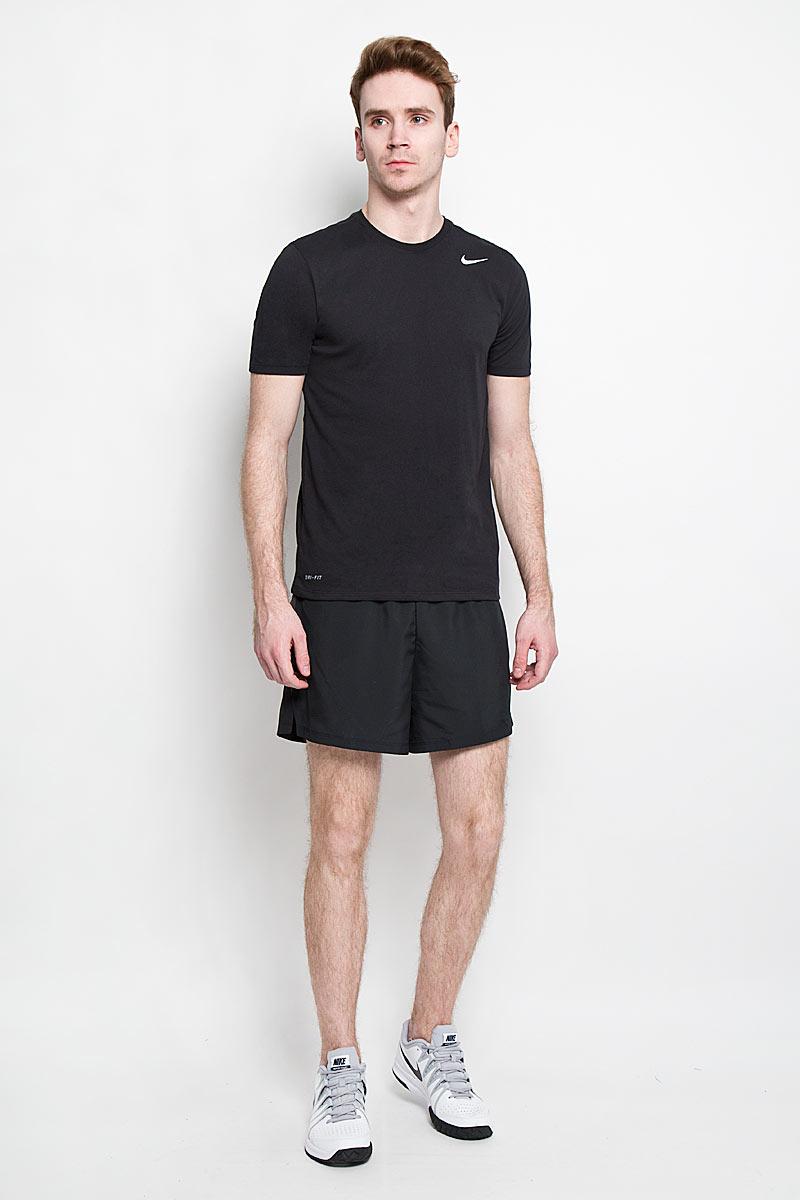Шорты для бега мужские Nike 5 Challenger Short, цвет: черный. 644236-010. Размер S (44/46)644236-010Мужские шорты для бега Nike 5 Challenger Short изготовлены из 100% полиэстера с технологией Dri-FIT, выводящей влагу на поверхность с тела спортсмена во время тренировки. Шорты необычайно мягкие и приятные на ощупь, не сковывают движения, не раздражают даже самую нежную и чувствительную кожу, обеспечивая наибольший комфорт.Модель с вшитыми трусами на талии имеет широкую эластичную резинку с затягивающимся скрытым шнурком, тем самым обеспечивая надежную посадку по фигуре. Оформлено изделие небольшой термоаппликацией в виде логотипа бренда со светоотражающим эффектом, что улучшает видимость бегуна в темное время суток. Специальные вставки с отверстиями по бокам, сделанными лазером, предназначены для превосходного воздухообмена. Предусмотрен внутренний врезной небольшой кармашек для мобильного телефона или мелочей. Такие шорты идеально подойдут как для занятий бегом, так и для зала.