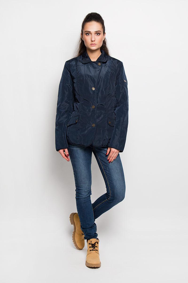 Куртка женская Finn Flare, цвет: темно-синий. B16-12005. Размер M (46)B16-12005Женская куртка Finn Flare отлично подойдет для прохладной погоды. Модель приталенного кроя, с отложным воротником застегивается на кнопки. Куртка выполнена из полиэстера с утеплителем. Изделие дополнено двумя прорезными карманами, которые закрываются клапанами на кнопках. Оформлено изделие отстрочкой, а на рукаве - небольшой пластиной с названием бренда. Эта модная куртка послужит отличным дополнением к вашему гардеробу!