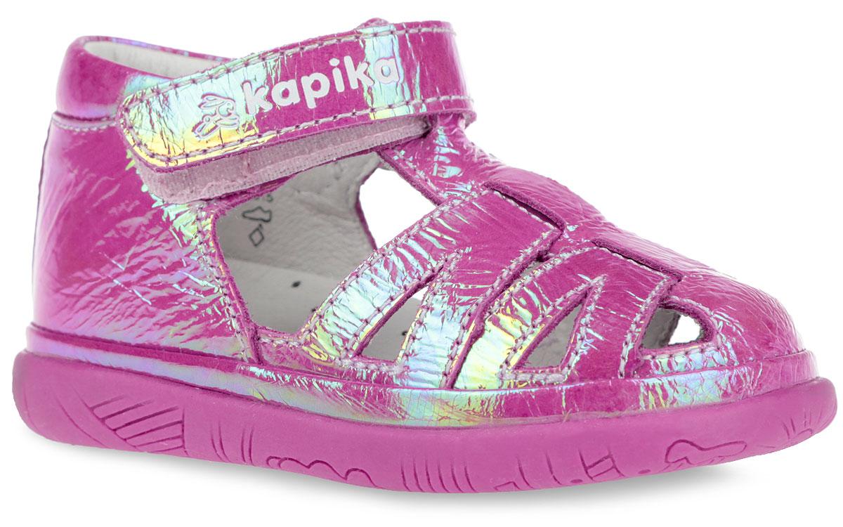 Сандалии для девочки Kapika, цвет: розовый. 21264-1. Размер 1921264-1Модные сандалии от Kapika не оставят равнодушной вашу девочку! Модель изготовлена из натуральной лаковой кожи. Ремешок с застежкой-липучкой в области щиколотки, оформленный фирменным тиснением, прочно закрепит обувь на ножке и отрегулирует нужный объем. Внутренняя поверхность и стелька из натуральной кожи. Стелька дополнена супинатором, который гарантирует правильное положение ноги ребенка при ходьбе. Стелька также обеспечивает воздухопроницаемость модели, отличную амортизацию, сохранение комфортного микроклимата обуви, эффективное поглощение влаги и неприятных запахов. Подошва с протектором обеспечивает отличное сцепление с любой поверхностью. Практичные и стильные сандалии займут достойное место в гардеробе вашего ребенка.