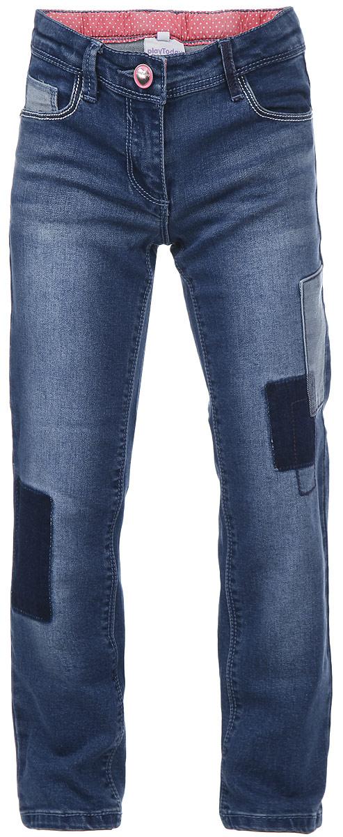 Джинсы для девочки PlayToday, цвет: синий джинс. 162008. Размер 98, 3 года162008Модные джинсы для девочки PlayToday идеально подойдут вашей маленькой принцессе. Изготовленные из эластичного хлопка с добавлением полиэстера, они мягкие и приятные на ощупь, не сковывают движения и позволяют коже дышать, не раздражают нежную кожу ребенка. Джинсы прямого покроя на талии застегиваются на металлическую пуговицу, также имеются ширинка на застежке-молнии и шлевки для ремня. С внутренней стороны пояс регулируется резинкой на пуговицах. Спереди джинсы дополнены двумя втачными карманами со скошенными краями и маленьким накладным кармашком, а сзади - двумя накладными карманами. Джинсы оформлены эффектом потертости, нашивкой, имитацией заплаток, а также перманентными складками.Современный дизайн и расцветка делают эти джинсы стильным и практичным предметом детского гардероба. В них ваш ребенок всегда будет в центре внимания!