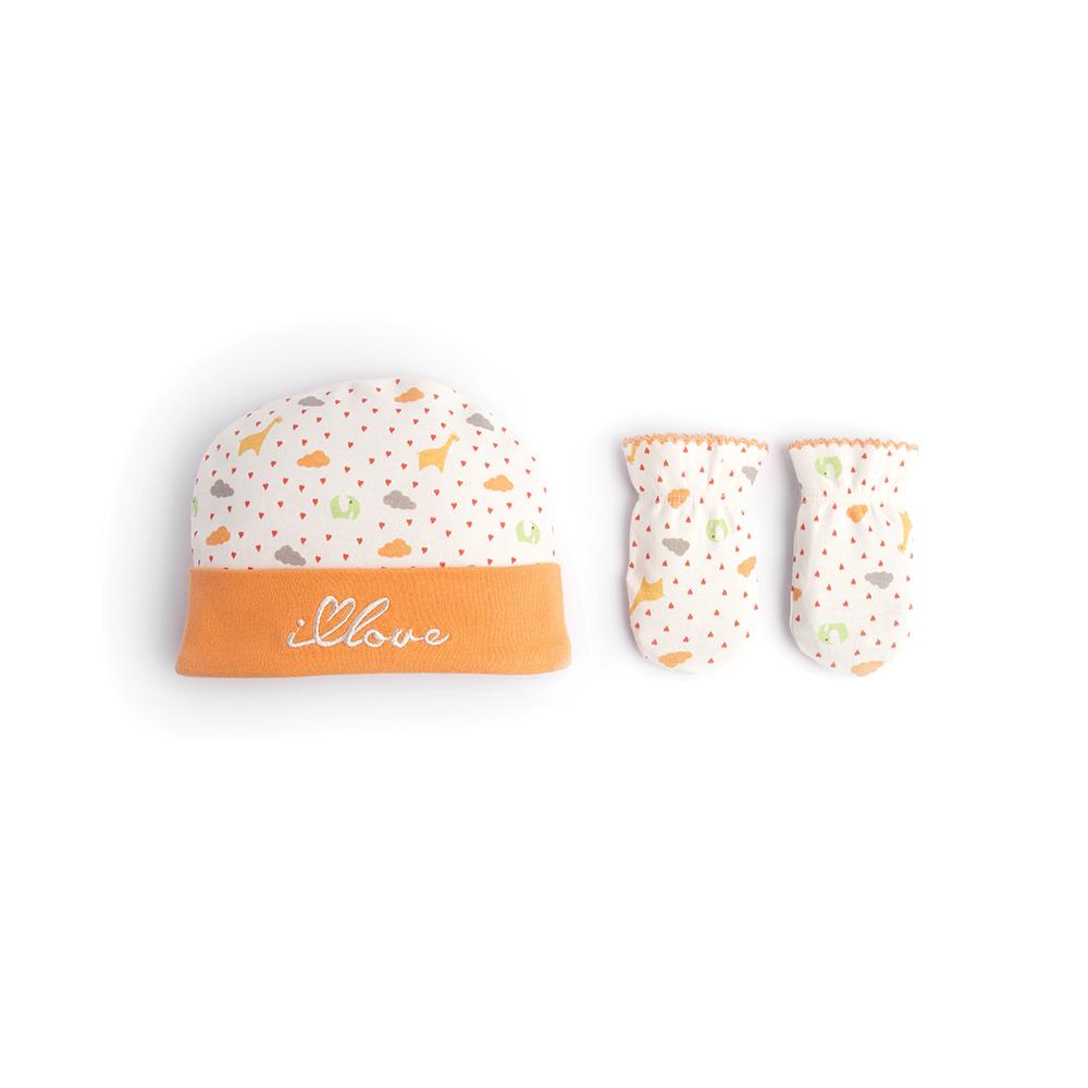 Комплект детский Babydays It Rains Love: шапочка, рукавички, цвет: белый, оранжевый. bd20021. Размер 30/320504-100 IRL_оранжевый_0-1 месДетский комплект Babydays из коллекции It Rains Love, состоящий из шапочки и рукавичек, идеально подойдет для вашего крохи. Плотный трикотажный материал (195 г/м) из натурального хлопка делает изделия качественными, прочными и износостойкими. Ткань хорошо впитывает влагу и обеспечивает проникновение кислорода к телу малыша через одежду. Ткань не линяет, не теряет своей яркости после многочисленных стирок.Шапочка с отворотом оформлена веселым принтом и украшена вышивкой. Рукавички обеспечат вашему младенцу комфорт во время сна и бодрствования, предохраняя его нежную кожу от расцарапывания. Рукавички присборены на эластичные резинки и украшены ажурными петельками. Комплект полностью соответствует особенностям жизни ребенка в ранний период, не стесняя и не ограничивая его в движениях.