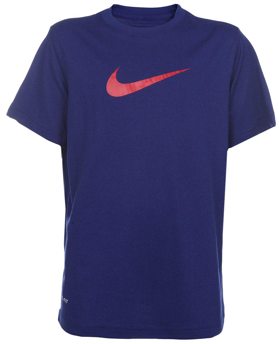 Футболка для мальчика Nike Legend, цвет: темно-синий. 380969-462. Размер S (128/140)380969-462Стильная тренировочная футболка для мальчика Nike Legend, выполненная из легкой ткани Dri-FIT с функцией отвода влаги, приятная на ощупь, не сковывает движения. Система Dri-FIT поддерживает кожу сухой и сохраняет ощущение комфорта. Модель прямого кроя с комфортными плоскими швами, круглым вырезом горловины и короткими рукавами, спереди дополнена фирменным логотипом бренда.Отличный вариант для занятий спортом.