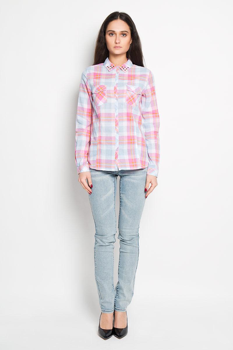 Рубашка женская Sela, цвет: голубой, розовый. B-112/682-6152. Размер L (48)B-112/682-6152Стильная женская рубашка Sela, выполненная из 100% хлопка, подчеркнет ваш уникальный стиль и поможет создать оригинальный женственный образ.Рубашка с длинными рукавами и отложным воротником застегивается на пуговицы спереди. Воротник оформлен металлическими заклепками. Модель украшена принтом в клетку и дополнена двумя накладными нагрудными карманами. Манжеты рукавов также застегиваются на пуговицы. Такая рубашка будет дарить вам комфорт в течение всего дня и послужит замечательным дополнением к вашему гардеробу.