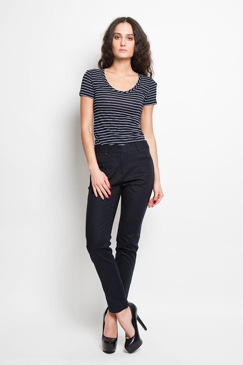 Брюки женские Baon, цвет: черный. B296013. Размер M (46)B296013Стильные женские брюки Baon великолепно подойдут для повседневной носки и помогут вам создать незабываемый современный образ. Модель прямого кроя и классической посадки изготовлена из эластичного, благодаря чему великолепно пропускает воздух, обладает высокой гигроскопичностью и превосходно сидит. Брюки застегиваются на ширинку на застежке-молнии, а также крючки и пуговицу в поясе. Брюки имеют шлевки для ремня, оснащены двумя втачными карманами спереди и оформлены имитацией карманов сзади.Эти модные и в тоже время удобные брюки станут великолепным дополнением к вашему гардеробу. В них вы всегда будете чувствовать себя уверенно и уютно.