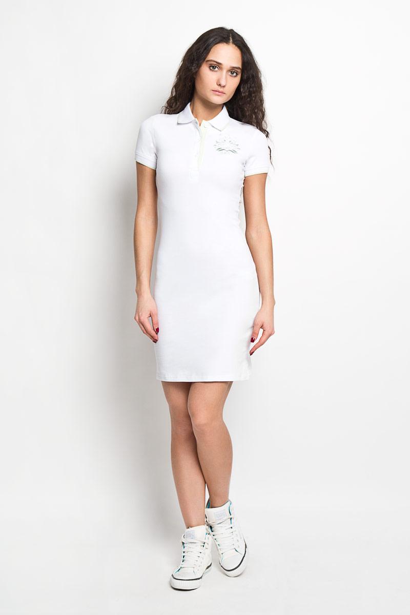 Платье Baon, цвет: белый. B456201. Размер XL (50)B456201Элегантное платье Baon выполнено из высококачественного эластичного хлопка. Такое платье обеспечит вам комфорт и удобство при носке.Модель с короткими рукавами и отложным воротником выгодно подчеркнет все достоинства вашей фигуры. Платье застегивается на три пластиковые пуговицы сверху, манжеты рукавов дополнены эластичными резинками. Платье украшено вышивкой с логотипом производителя. Изысканное платье-миди создаст обворожительный и неповторимый образ.Это модное и удобное платье станет превосходным дополнением к вашему гардеробу, оно подарит вам удобство и поможет вам подчеркнуть свой вкус и неповторимый стиль.