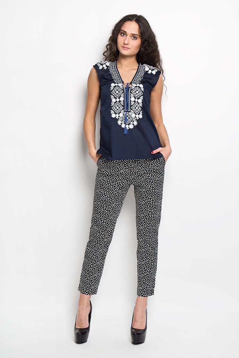 Блузка женская Baon, цвет: темно-синий. B195404. Размер XL(50)B195404Стильная женская блуза Baon, выполненная из 100% хлопка, подчеркнет ваш уникальный стиль и поможет создать оригинальный женственный образ.Блузка без рукавов, с V-образным вырезом горловины дополнена шнуровкой на груди. Блузка украшена ажурной контрастной вышивкой с цветочными узорами. Такая блузка идеально подойдет для жарких летних дней. Такая блузка будет дарить вам комфорт в течение всего дня и послужит замечательным дополнением к вашему гардеробу.