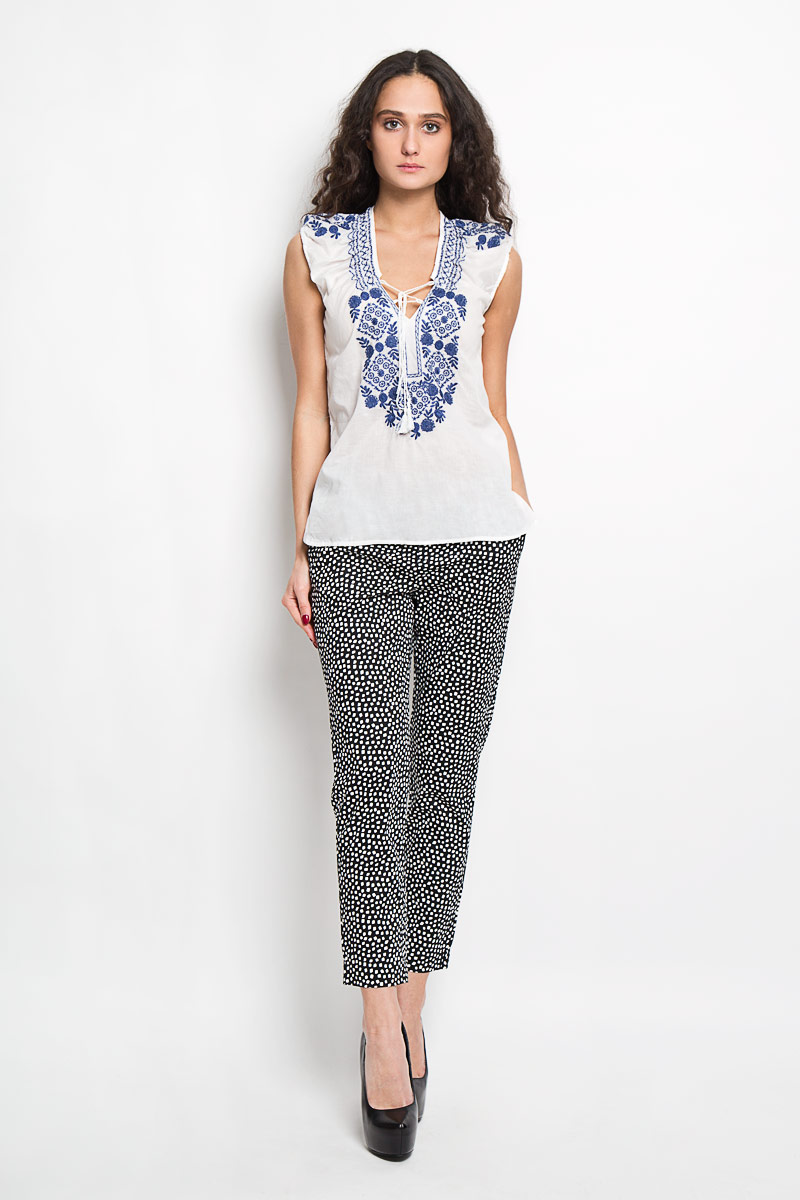 Блузка женская Baon, цвет: белый. B195404. Размер XS (42)B195404Стильная женская блуза Baon, выполненная из 100% хлопка, подчеркнет ваш уникальный стиль и поможет создать оригинальный женственный образ.Блузка без рукавов, с V-образным вырезом горловины дополнена шнуровкой на груди. Блузка украшена ажурной контрастной вышивкой с цветочными узорами. Такая блузка идеально подойдет для жарких летних дней. Такая блузка будет дарить вам комфорт в течение всего дня и послужит замечательным дополнением к вашему гардеробу.