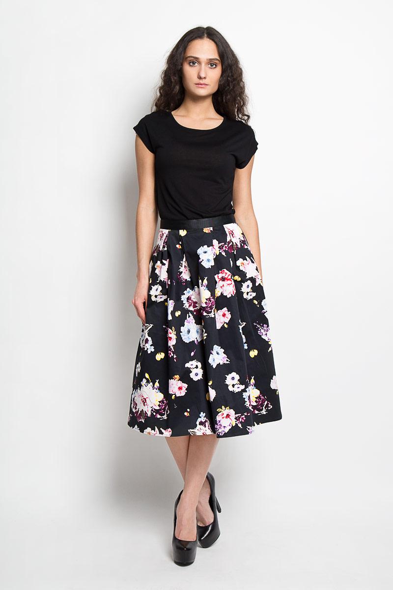 Юбка Baon, цвет: черный, розовый, голубой. B476013. Размер S (44)B476013Эффектная юбка Baon выполнена из высококачественного эластичного хлопка, она обеспечит вам комфорт и удобство при носке.Юбка-миди А-силуэта имеет пришивной пояс и застегивается на молнию сзади. Юбка дополнена двумя втачными карманами спереди и оформлена красочным цветочным принтом. Модная юбка-миди выгодно освежит и разнообразит ваш гардероб. Создайте женственный образ и подчеркните свою яркую индивидуальность! Классический фасон и оригинальное оформление этой юбки сделают ваш образ непревзойденным.