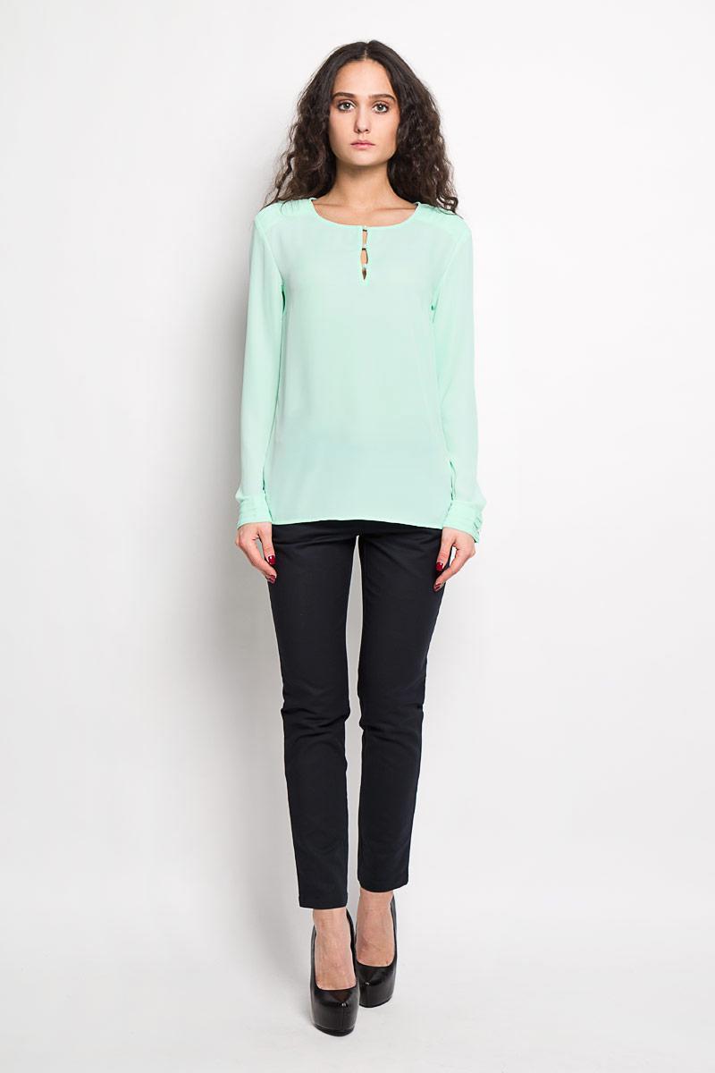 Блузка женская Baon, цвет: мятный. B176007. Размер XS (42)B176007Стильная женская блуза Baon, выполненная из 100% полиэстера, подчеркнет ваш уникальный стиль и поможет создать оригинальный женственный образ.Блузка с длинными рукавами и круглым вырезом горловины застегивается на пуговицы на груди. Манжеты рукавов также застегиваются на пуговицы. Блузка украшена декоративными складками на плечах. Такая блузка идеально подойдет для жарких летних дней. Такая блузка будет дарить вам комфорт в течение всего дня и послужит замечательным дополнением к вашему гардеробу.
