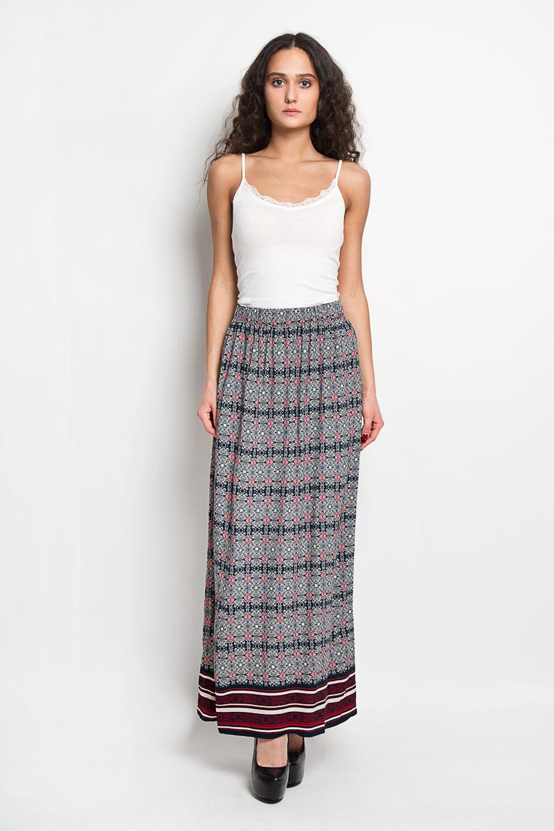 Юбка Baon, цвет: темно-синий, красный. B476021. Размер S (44)B476021Эффектная юбка Baon выполнена из высококачественной вискозы, она обеспечит вам комфорт и удобство при носке.Элегантная юбка-макси имеет широкую эластичную резинку на поясе. Модель оформлена изысканным контрастным орнаментом. Модная юбка-макси выгодно освежит и разнообразит ваш гардероб. Создайте женственный образ и подчеркните свою яркую индивидуальность! Классический фасон и оригинальное оформление этой юбки сделают ваш образ непревзойденным.