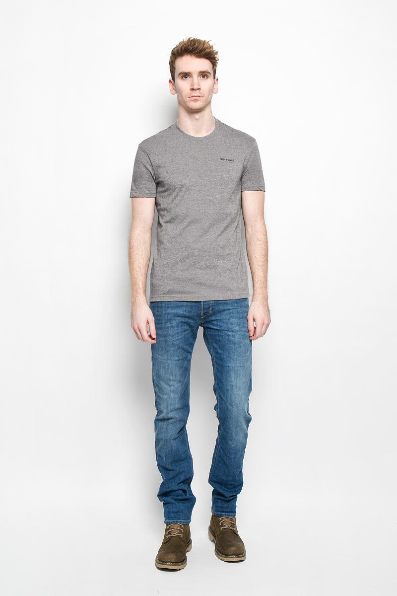 Футболка мужская Finn Flare, цвет: серый. B16-21024. Размер M (48)B16-21024Стильная мужская футболка Finn Flare, выполненная из натурального хлопка, необычайно мягкая и приятная на ощупь, не сковывает движения и позволяет коже дышать, обеспечивая комфорт. Модель с круглым вырезом горловины и короткими рукавами на груди оформлена надписью Finn Flare. Вырез горловины дополнен эластичной трикотажной резинкой, что предотвращает деформацию при носке. Футболка Finn Flare станет отличным дополнением к вашему гардеробу.