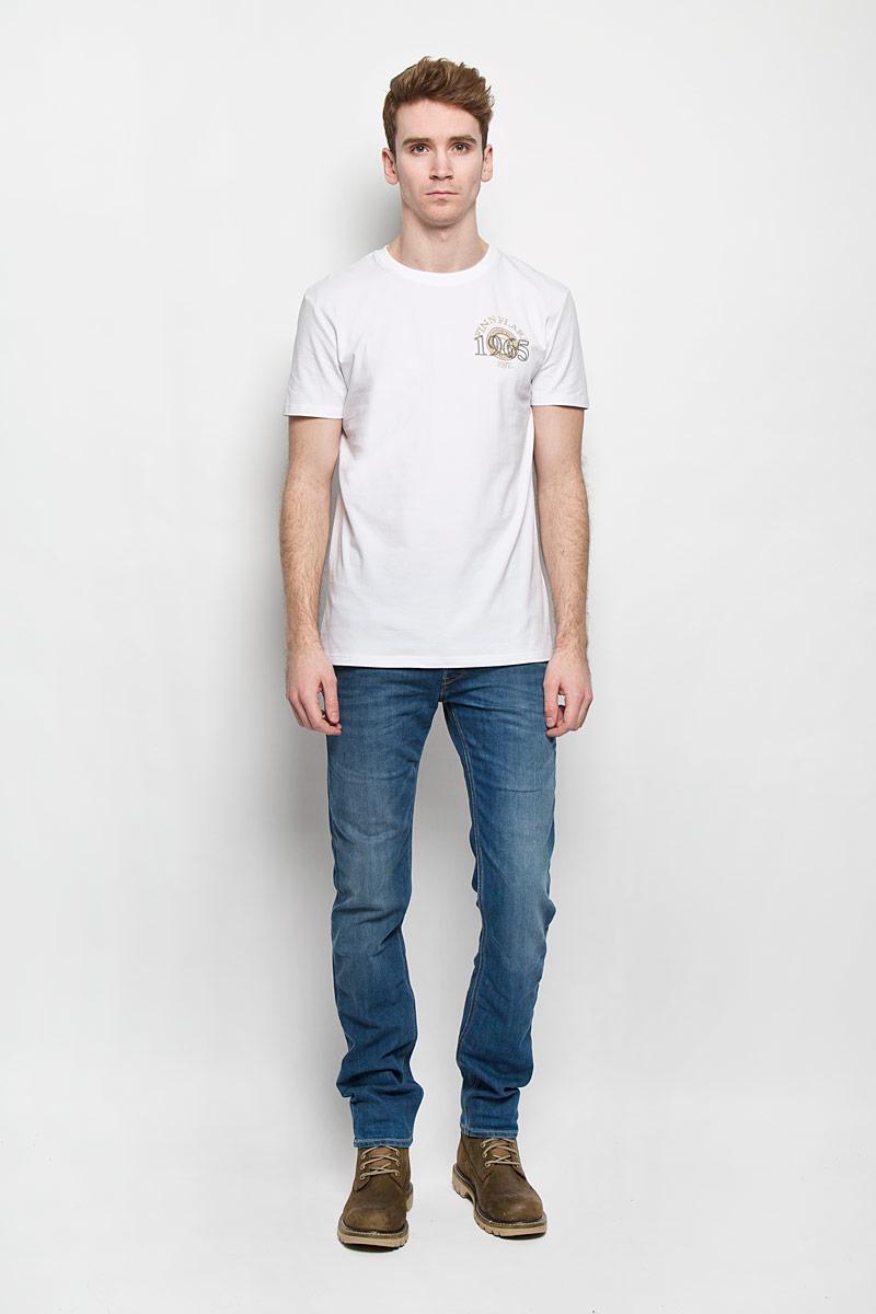 Футболка мужская Finn Flare, цвет: белый. B16-22025. Размер L (50)B16-22025Стильная мужская футболка Finn Flare, выполненная из эластичного хлопка, необычайно мягкая и приятная на ощупь, не сковывает движения и позволяет коже дышать, обеспечивая комфорт. Модель с круглым вырезом горловины и короткими рукавами оформлена принтовыми надписями. Вырез горловины дополнен трикотажной резинкой, что предотвращает деформацию при носке. Футболка Finn Flare станет отличным дополнением к вашему гардеробу.