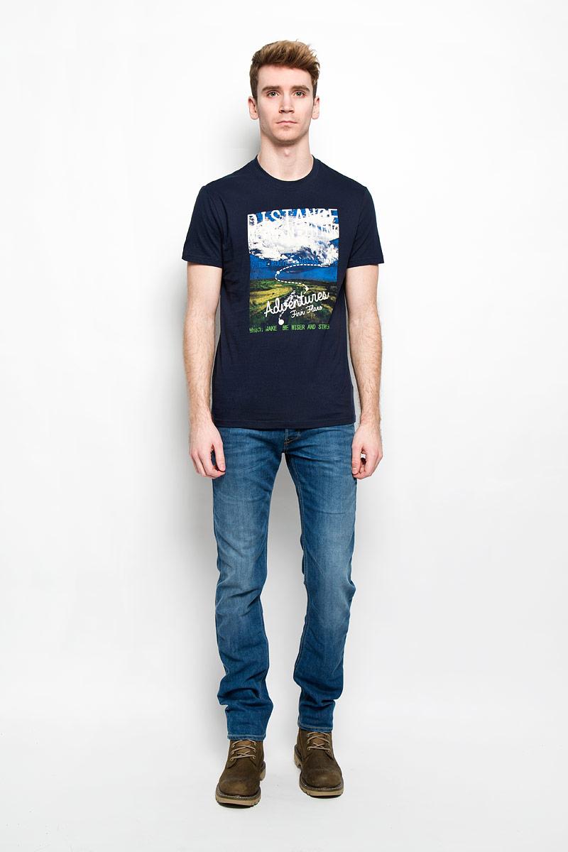 Футболка мужская Finn Flare, цвет: темно-синий. B16-22023. Размер XXL (54)B16-22023Стильная мужская футболка Finn Flare, выполненная из высококачественного натурального хлопка, обладает высокой теплопроводностью, воздухопроницаемостью и гигроскопичностью, позволяет коже дышать и великолепно отводит влагу, оставляя тело сухим. Такая футболка превосходно подойдет для занятий спортом и активного отдыха.Модель с короткими рукавами и круглым вырезом горловины - идеальный вариант для создания образа в стиле Casual. Футболка декорирована крупным принтом с красочным пейзажем и надписями на английском языке.Такая модель подарит вам комфорт в течение всего дня и послужит замечательным дополнением к вашему гардеробу.