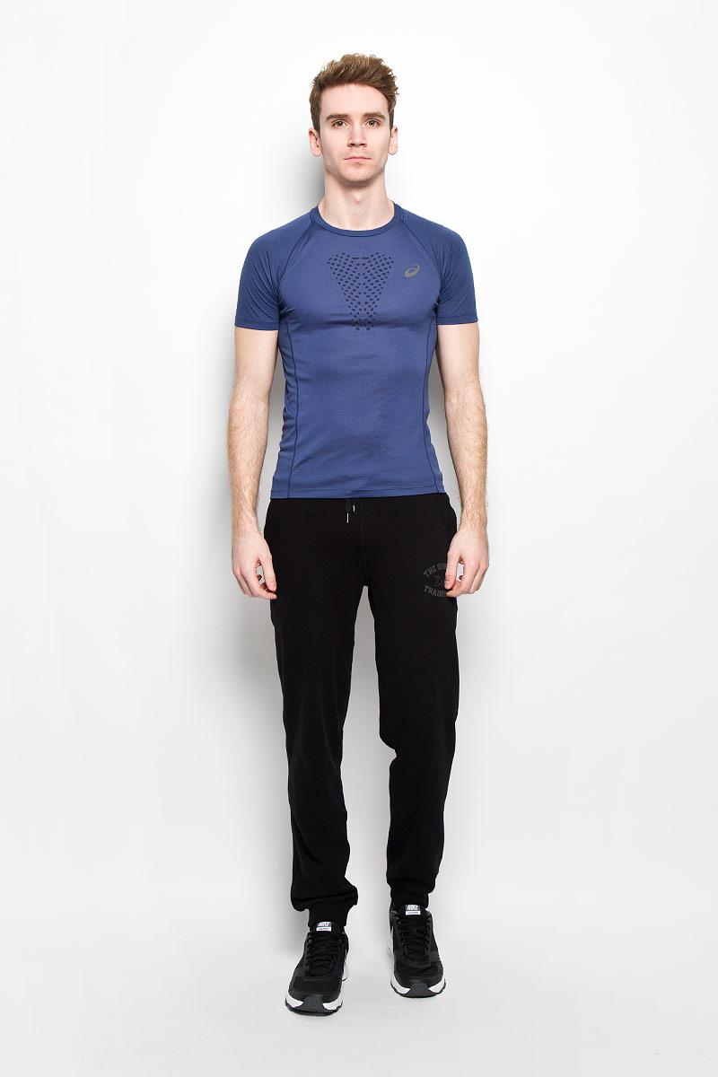 Футболка для бездорожья мужская Asics Fujitrail Ultra Top, цвет: синий. 130006-8133. Размер XL (52/54)130006-8133Стильная мужская футболка для бега по бездорожью Asics Fujitrail Ultra Top, выполненная из полиэстера с добавлением вискозы, обладает высокой теплопроводностью, воздухопроницаемостью и гигроскопичностью и великолепно отводит влагу, оставляя тело сухим даже во время интенсивных тренировок. Оригинальный крой с плоскими швами исключает риск натирания. Такая футболка превосходно подойдет для занятий спортом и активного отдыха.Модель с короткими рукавами-реглан и круглым вырезом горловины - идеальный вариант для создания образа в спортивном стиле. Дополнительная вентиляция на груди сохраняет чувство прохлады. Футболка оформлена небольшими светоотражающими принтами спереди и сзади.Такая модель подарит вам комфорт в течение всего дня и послужит замечательным дополнением к вашему гардеробу.