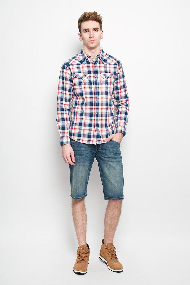 Рубашка мужская Wrangler, цвет: темно-синий, белый, красный. W5779BT1C. Размер XXL (54)W5779BT1CМужская рубашка Wrangler, выполненная из натурального хлопка, прекрасно подойдет для повседневной носки. Материал очень мягкий и приятный на ощупь, не сковывает движения и позволяет коже дышать.Рубашка прямого кроя с отложным воротником и длинными рукавами застегивается на кнопки по всей длине и на одну пуговицу сверху. На груди модели предусмотрены два накладных кармана с клапанами на кнопках. Манжеты рукавов также застегиваются на кнопки. Изделие оформлено принтом в клетку. Такая модель будет дарить вам комфорт в течение всего дня и станет модным и стильным дополнением к вашему гардеробу.