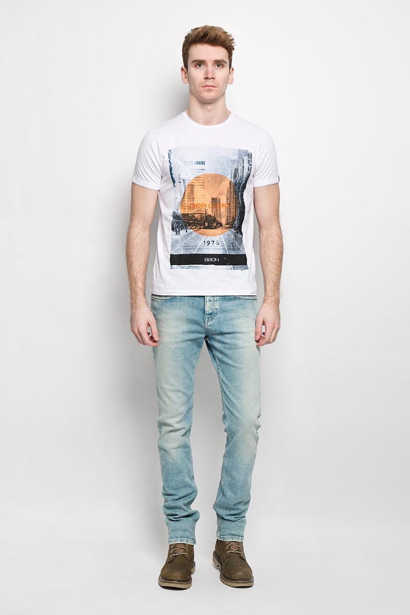 Футболка мужская Baon, цвет: белый. B736011. Размер XL (52)B736011Стильная мужская футболка Baon обеспечивает наибольший комфорт и свободу движений в повседневной жизни. Сочетающая в себе свободный крой, удобную круглую горловину и короткие рукава, она подарит вам удобство и комфорт. 100% хлопок обеспечивает оптимальный микроклимат. Модель декорирована принтом в виде города. В такой футболке вы будете чувствовать себя раскованно и непринужденно.