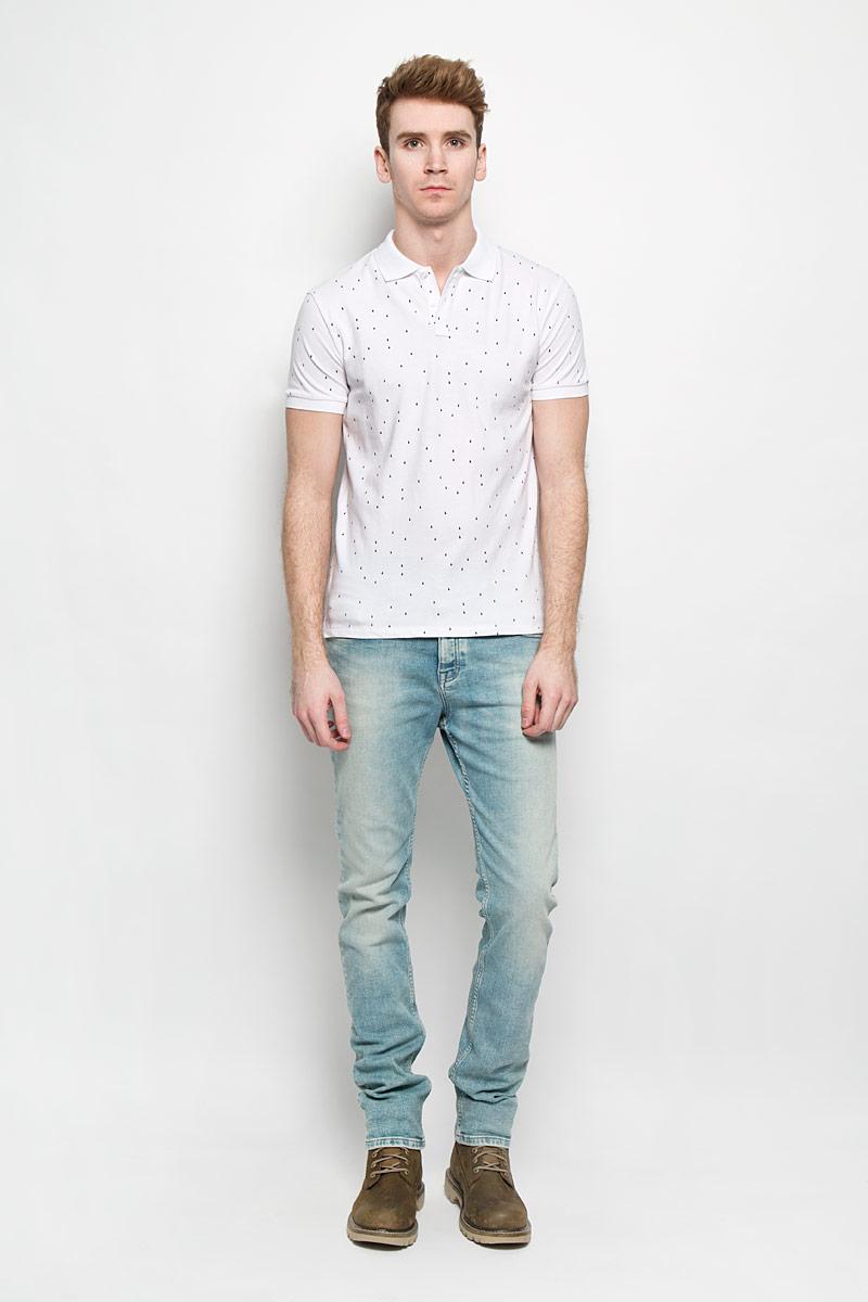 Поло мужское Baon, цвет: белый, темно-синий. B706015. Размер XXL (54/56)B706015Стильная мужская футболка-поло Baon идеальный вариант для создания образа в стиле Casual. Изготовленная из натурального хлопка, она мягкая и приятная на ощупь, не сковывает движения и позволяет коже дышать, обеспечивая наибольший комфорт. Футболка-поло с отложным воротником и короткими рукавами застегивается сверху на две пуговицы. Воротник и манжеты рукавов выполнены из трикотажной резинки. По бокам модели предусмотрены небольшие разрезы. Изделие украшено мелким принтом по всей поверхности. Такая модель подарит вам комфорт в течение всего дня и займет достойное место в вашем гардеробе.