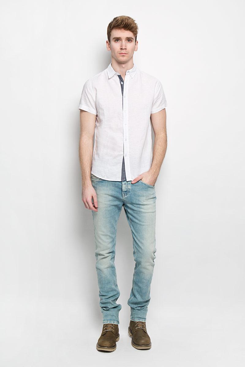 Рубашка мужская Baon, цвет: белый, темно-синий. B686013. Размер M (48)B686013Мужская рубашка Baon идеальный вариант для создания образа в стиле Casual. Изготовленная из натурального хлопка и льна, она мягкая и приятная на ощупь, не сковывает движения и позволяет коже дышать, обеспечивая наибольший комфорт. Рубашка с отложным воротником и короткими рукавами застегивается на пуговицы по всей длине. По бокам модель декорирована небольшими вставками контрастного цвета. Стильная рубашка подарит вам комфорт в течение всего дня и займет достойное место в вашем гардеробе.