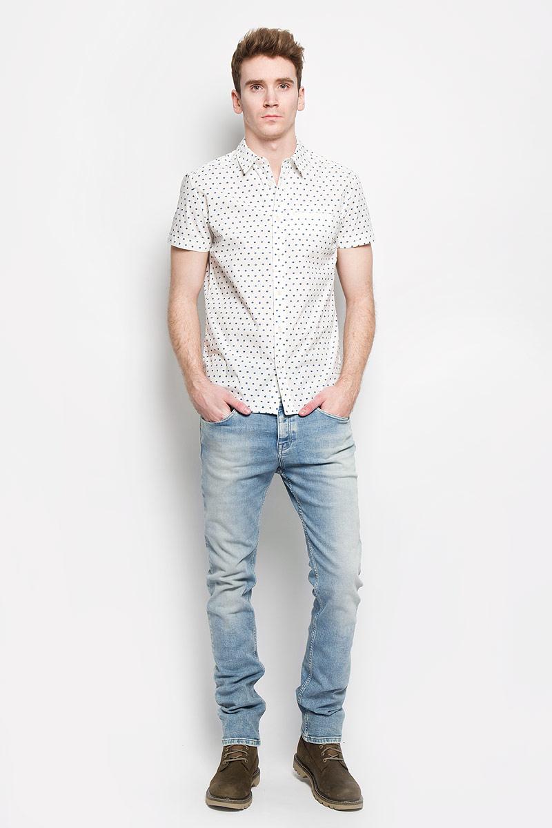 Джинсы мужские Calvin Klein Jeans, цвет: голубой. J3IJ303532. Размер 34 (52/54)L886ZN35Стильные мужские джинсы Wrangler Spencer - джинсы высочайшего качества на каждый день, которые прекрасно сидят. Модель кроя Slim и низкой посадки. Изделие оформлено эффектом потертости, металлическим логотипом бренда. Джинсы изготовлены из высококачественного материала, не сковывают движения, застегиваются на металлические пуговицы, имеются шлевки для ремня. Спереди модель дополнена двумя втачными карманами и одним небольшим секретным кармашком, а сзади - двумя накладными карманами.Эти модные и в тоже время комфортные джинсы послужат отличным дополнением к вашему гардеробу. В них вы всегда будете чувствовать себя уверенно и комфортно.