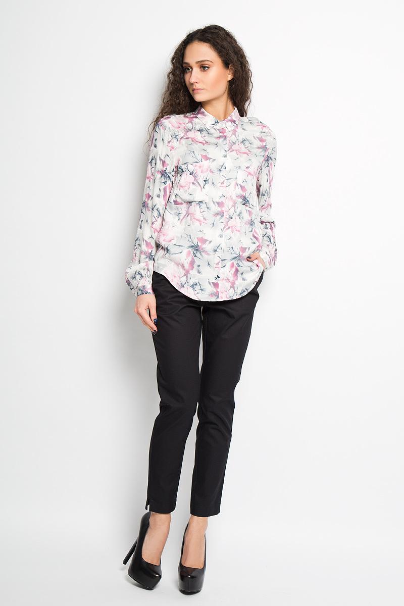 Рубашка женская Top Secret, цвет: белый, серый, розовый. SPL0305BI. Размер 34 (40)SPL0305BIЖенская рубашка Top Secret, выполненная из вискозы, станет отличным дополнением к вашему гардеробу. Материал очень мягкий и приятный на ощупь, не сковывает движения и хорошо пропускает воздух.Рубашка с отложным воротником и длинными рукавами застегивается на пуговицы, скрытые под внешней планкой. На груди модели предусмотрены два накладных кармана. Манжеты рукавов также застегиваются на пуговицы. Спинка модели удлинена. Изделие оформлено цветочным принтом по всей поверхности. Современный дизайн и расцветка делают эту рубашку модным и стильным предметом женской одежды, в ней вы всегда будете чувствовать себя уютно и комфортно.
