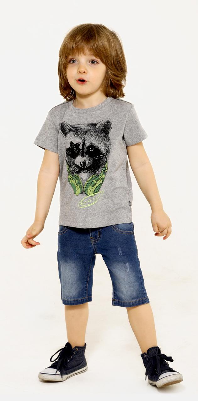 Шорты для мальчика Gino de Luka, цвет: темно-синий джинс. SS16-CRN-BJS-080. Размер 134/140SS16-CRN-BJS-080Джинсовые шорты для мальчика Gino de Luka идеально подойдут юному моднику для отдыха и прогулок. Изготовленные из эластичного хлопка, они мягкие и приятные на ощупь, не сковывают движения и позволяют коже дышать, обеспечивая наибольший комфорт. Модель на талии застегивается на металлическую пуговицу и имеет ширинку на застежке-молнии, а также шлевки для ремня. С внутренней стороны пояс регулируется скрытой резинкой на пуговицах. Спереди расположены два втачных кармана и один маленький накладной, а сзади - два накладных кармана, украшенных вышивкой. Длину шорт можно регулировать при помощи отворотов. Изделие оформлено эффектом потертости и контрастной прострочкой. Современный дизайн и расцветка делают эти шорты модным предметом детской одежды. В них ребенок всегда будет в центре внимания!