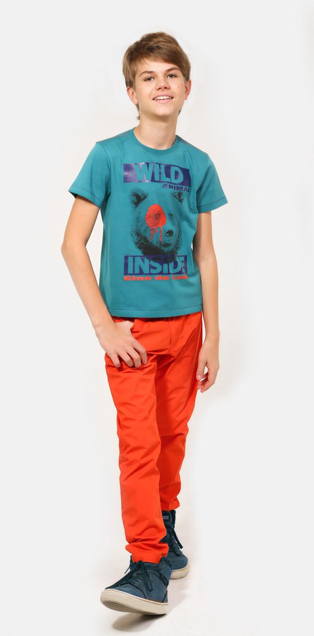 Брюки для мальчика Gino de Luka, цвет: оранжевый. SS16-CRN-BSP-066. Размер 146/152SS16-CRN-BSP-066Брюки для мальчика Gino de Luka идеально подойдут для юного модника. Изготовленные из натурального хлопка, они мягкие и приятные на ощупь, не сковывают движения и позволяют коже дышать, обеспечивая наибольший комфорт. Брюки прямого кроя на талии застегиваются на металлическую пуговицу и имеют ширинку на застежке-молнии, а также шлевки для ремня. При необходимости пояс можно утянуть скрытой резинкой на пуговках. Спереди расположены два втачных кармана и один маленький накладной, сзади - два накладных кармана. Украшено изделие вышитым логотипом бренда.Легкие и удобные брюки станут отличным дополнением к детскому гардеробу. В них ребенок всегда будет в центре внимания!
