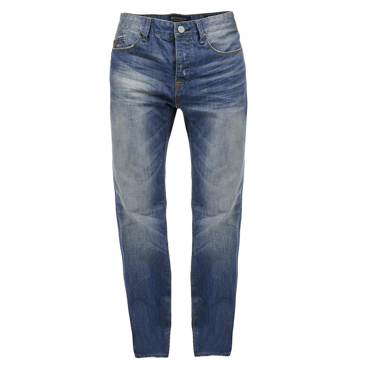 Джинсы мужские Broadway, цвет: синий. 10152573L32. Размер 29-32 (44-32)10152573 L32Стильные мужские джинсы Broadway - джинсы высочайшего качества, которые прекрасно сидят. Модель прямого кроя и средней посадки изготовлена из высококачественного материала, не сковывает движения и дарит комфорт. Застегиваются джинсы на пуговицу в поясе и ширинку на металлических пуговицах, имеются шлевки для ремня. Спереди модель дополнена двумя втачными карманами и одним секретным кармашком, а сзади - двумя накладными карманами. Джинсы оформлены тертым эффектом и перманентными складками. Эти модные и в тоже время удобные джинсы помогут вам создать оригинальный современный образ. В них вы всегда будете чувствовать себя уверенно и комфортно.