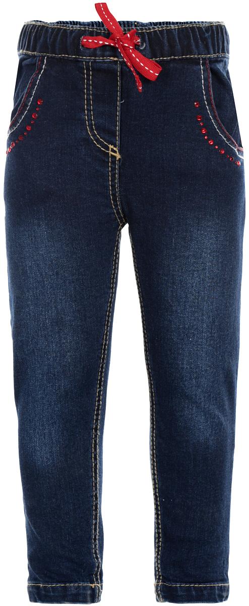 Джинсы для девочки PlayToday Baby, цвет: темно-синий, красный. 168008. Размер 74168008Удобные джинсы для девочки PlayToday Baby идеально подойдут вашей маленькой моднице. Изготовленные из эластичного хлопка, они мягкие и приятные на ощупь, не сковывают движения, сохраняют тепло и позволяют коже дышать, обеспечивая наибольший комфорт. Джинсы имеют широкую эластичную резинку на поясе, объем талии регулируется при помощи шнурка-кулиски. Спереди модель дополнена двумя втачными карманами кармашком, а сзади - двумя накладными карманами. Джинсы украшены крупными контрастными стразами.Практичные и стильные джинсы идеально подойдут вашей малышке, а модная расцветка и высококачественный материал позволят ей комфортно чувствовать себя в течение дня!